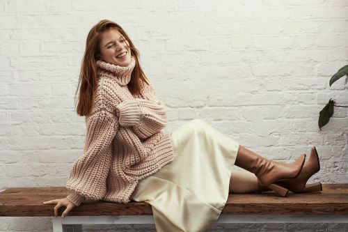 A pregnant Rose Leslie gets cozy before new film 'Death on the Nile'
