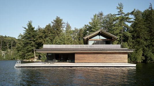 The Metrick Cottage and Boathouse Illuminates Warmth and Elegance