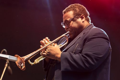 Wallace Roney, jazz trumpeter, dies at 59 from coronavirus complications