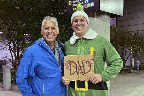 'Elf' scene comes to life as man meets biological dad in Boston