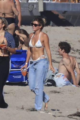 Sofia Richie Shows Off Her Incredible Bikini Body While Hanging on the Beach With Friends