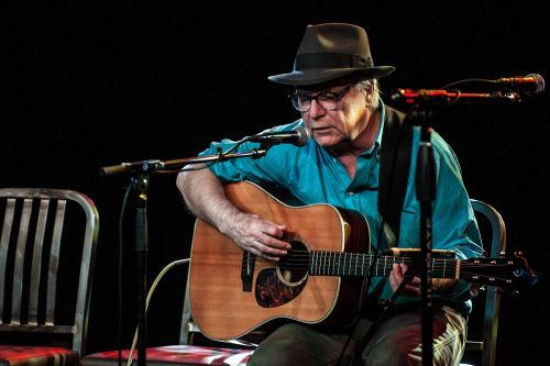 Singer-songwriter David Olney dead at 71 after passing mid-show