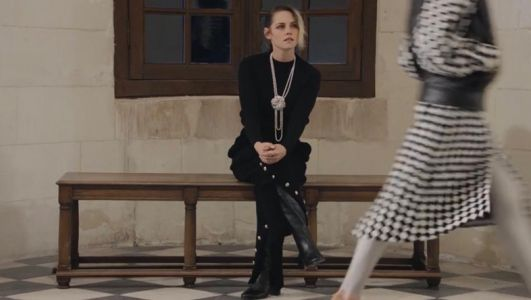Kristen Stewart alone at the Chanel show is a big 2020 mood