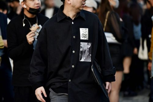 Shanghai Fashion Week FW21 Street Style Pits Heavy Black Against Colors of Spring