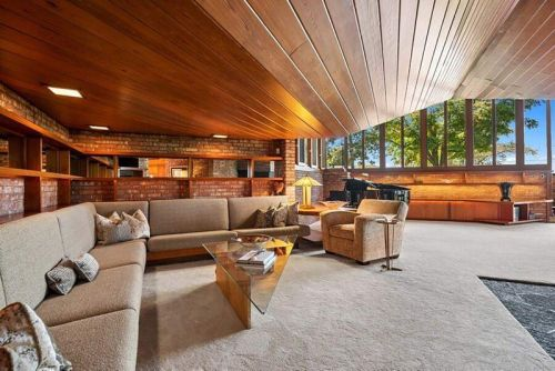 Frank Lloyd Wright's The Harper House Hits The Market For the First Time in 25 Years