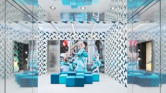 Augmented Reality at Retail Destinations shows the Future of Luxury Consumption