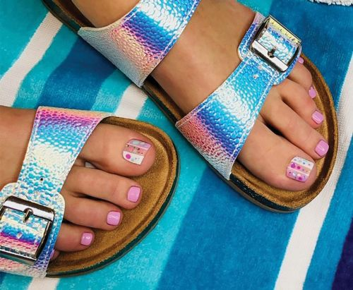 Nailed It! How to Pull Off A Polka-Dot Pedicure