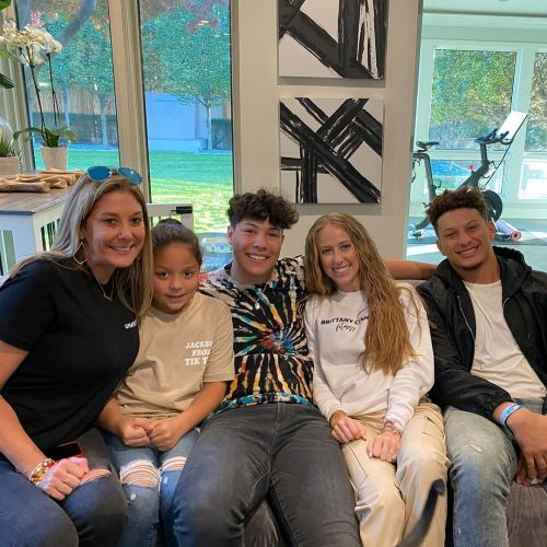 Patrick Mahomes Has a Seriously Supportive Family: Meet His Parents, Brother and Future Wife